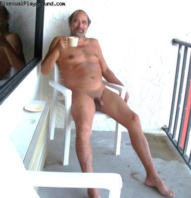 mother daughter nudists showering